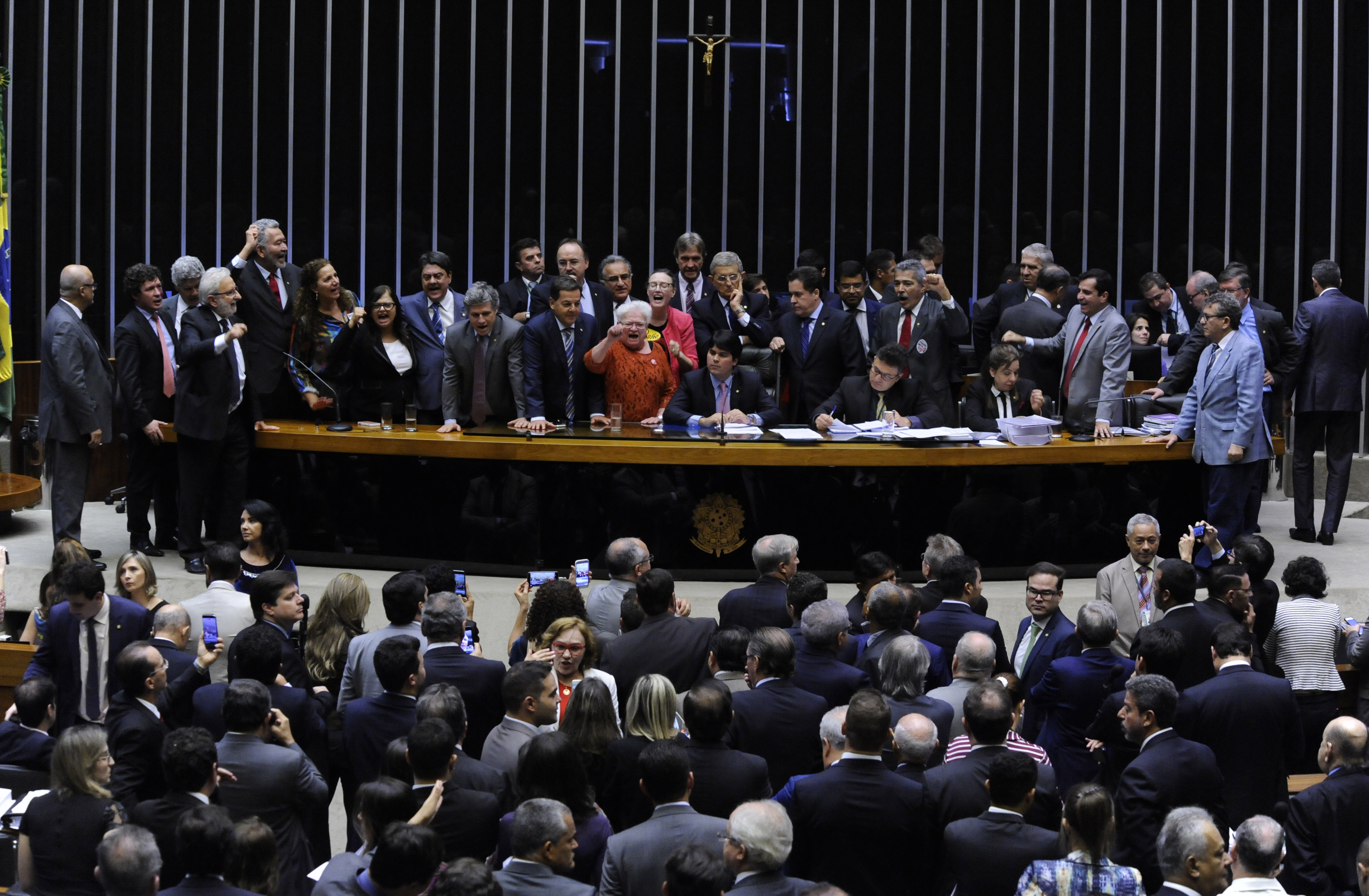 Tumulto no plenário da Câmara durante sessão